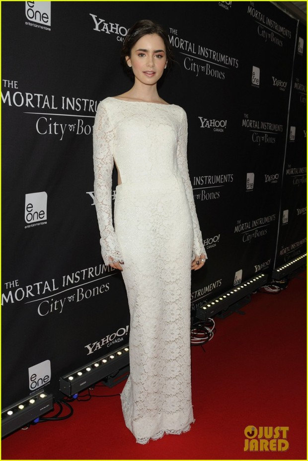 lily-collins-jamie-campbell-bower-mortal-instruments-toronto-premiere-01
